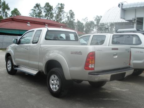new and used Toyota Hilux Vigo Prerunner at Thailand's top Toyota new and used Hilux Vigo dealer Sam Motors Thailand
